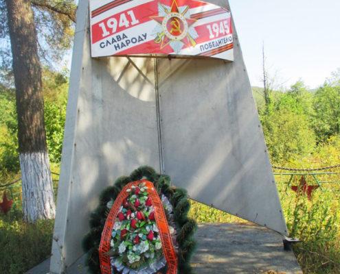 Братская могила 1 Хребтовое